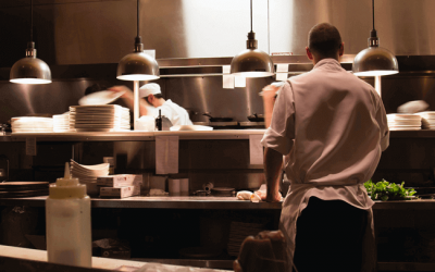 Ascensão da Dark Kitchen: mercado pode gerar US$1 trilhão até 2030. Saiba como apostar nessa tendência.